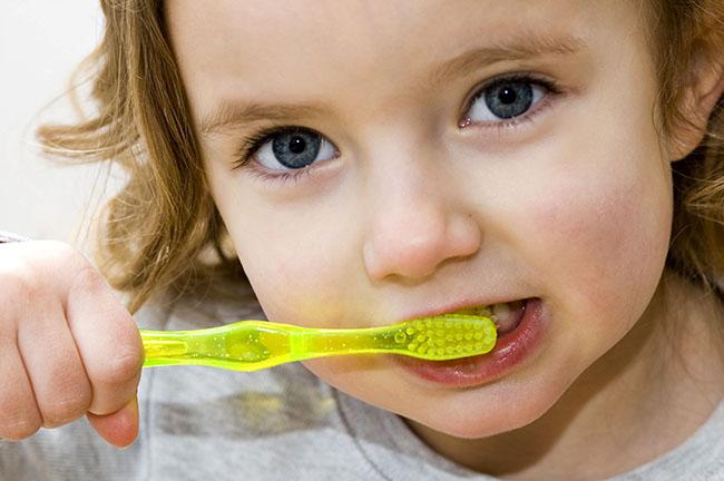 Cepillado de dientes en los niños
